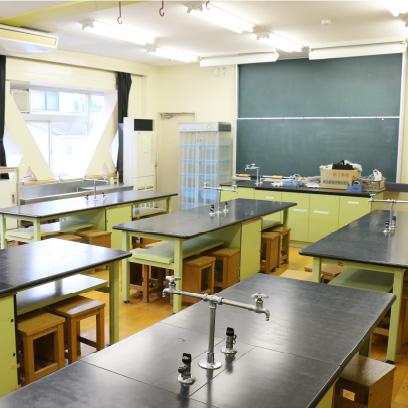 理科の実験をここで行います。